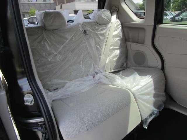 リヤシートは2分割シートアレンジで荷室を広く使えます!