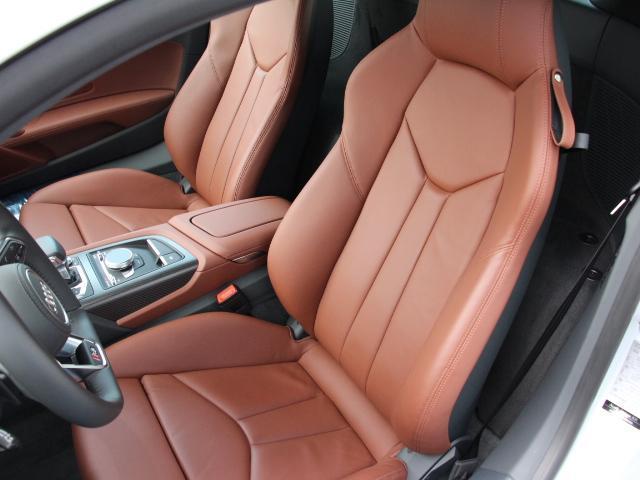 【認定資格を持つ、Audi専門メカニック】正規ディーラーのメカニックは、全員がさまざまなテクニカルトレーニングを習得。多くのスタッフがドイツ本国のAUDI AGが認定する資格を有しています。