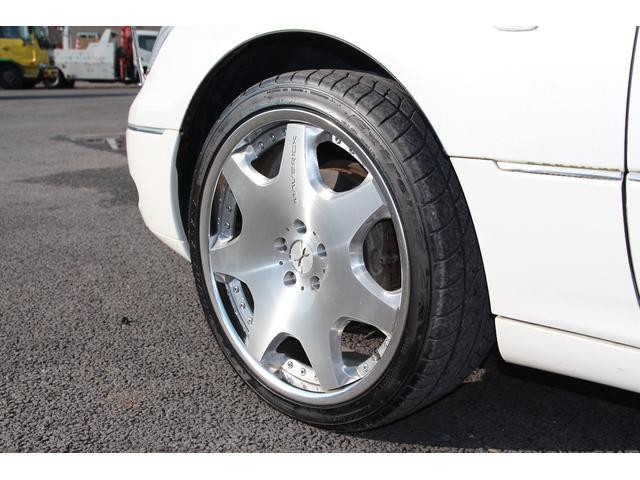 左フロントタイヤ純正16インチアルミの画像です。