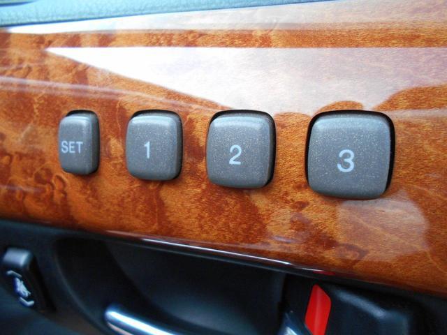 運転席シートは3パターンのメモリー付き!