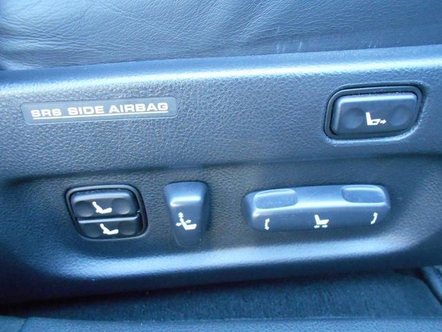 運転席シート各設定できるパワーシート付き!
