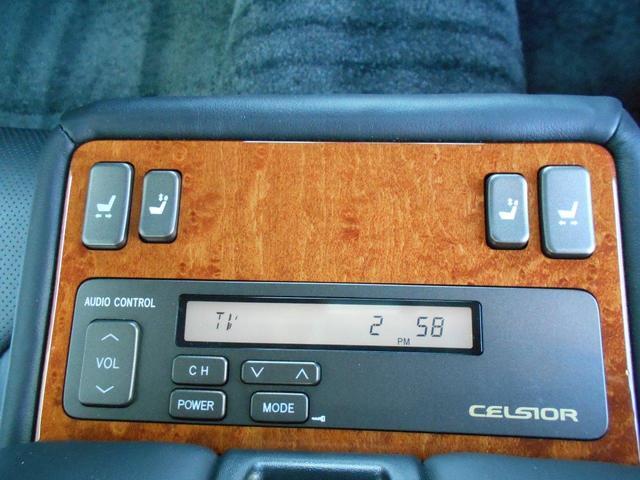 リヤセンターアームレストには、パワーシートやオーディオコントロールスイッチ付き!