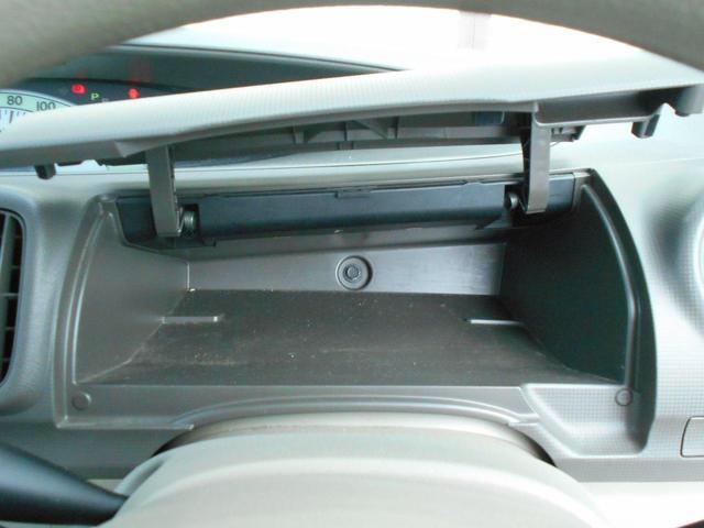 運転席前には小物入れがあります。