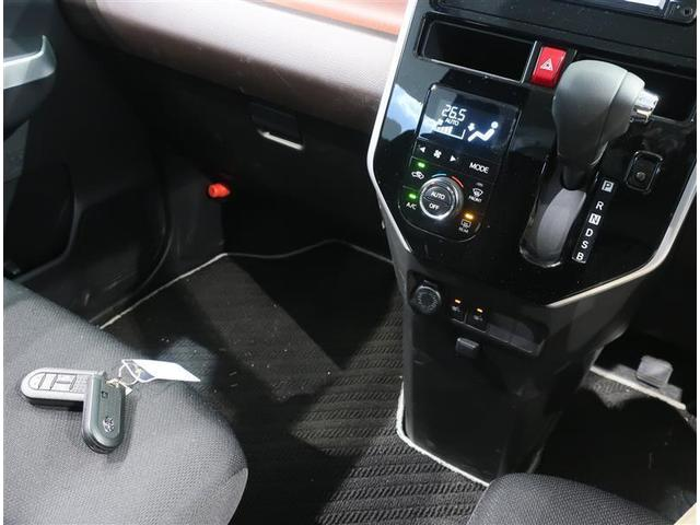 前後席間の縦移動、運転席・助手席間の横移動など、車内の行き来がスムーズになるスペースを設けています(^^)