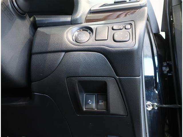 キーが車内にあれば、エンジンの始動・停止はブレーキを踏んでスイッチを押すだけ☆また、ミラーをドライバーに適した位置に調節することや、格納することがボタン一つで操作可能です♪