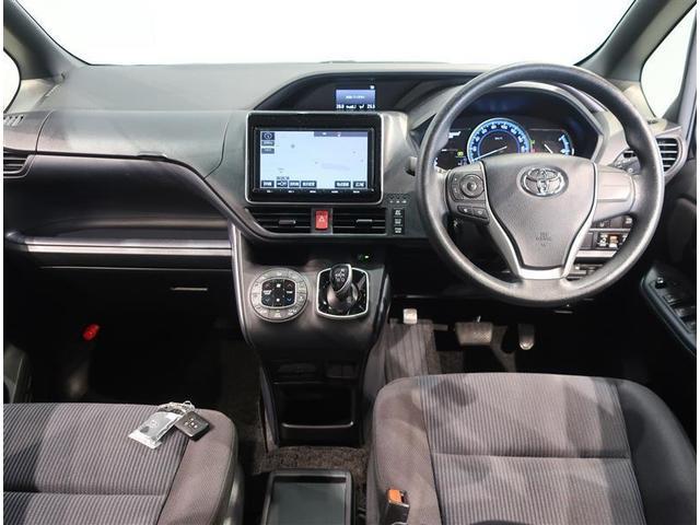 『車両検査証明書』 中古車は1台ずつコンディションが違います。トヨタでは中古車の総合評価や内外装の状態などをひと目で分かるように、プロの検査員が実施した車両検査証明書をご用意しています。