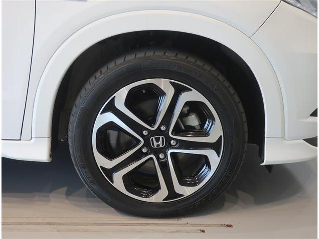 純正のアルミホイール装着車です。タイヤサイズは215/55R17です。