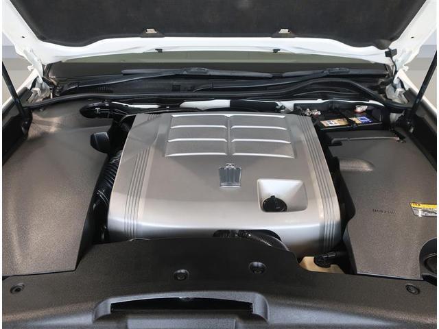 3000ccガソリンエンジンです。