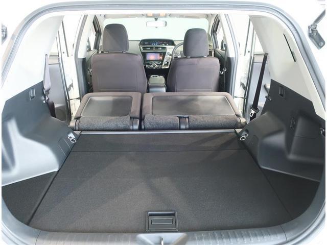後席シートを倒せば、大きな荷物も楽々収納できます