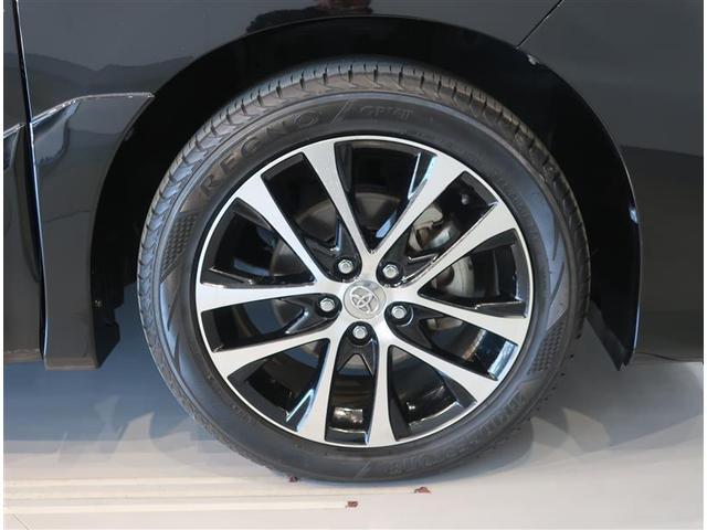 純正のアルミホイールになります。タイヤサイズは225/50R18