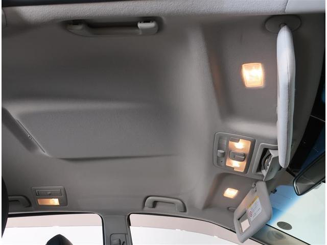 サンバイザーには、バニティーミラー付いてます。照明も付いていて便利です
