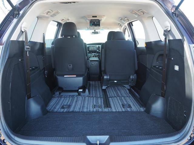 サードシートは、床下格納できますのでフラットなラゲージが広がります。