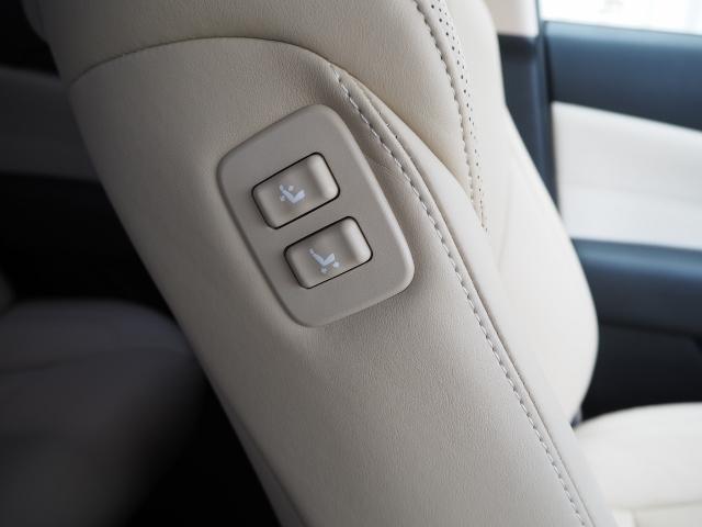 助手席シート右側シートバック肩口に助手席をシートスライド&リクライニングが出来るパワーシートスイッチ