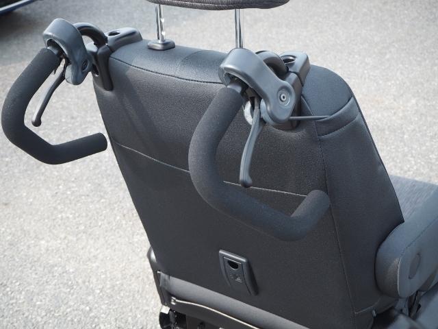 補助ブレーキ付きですので、安全に操作できます。