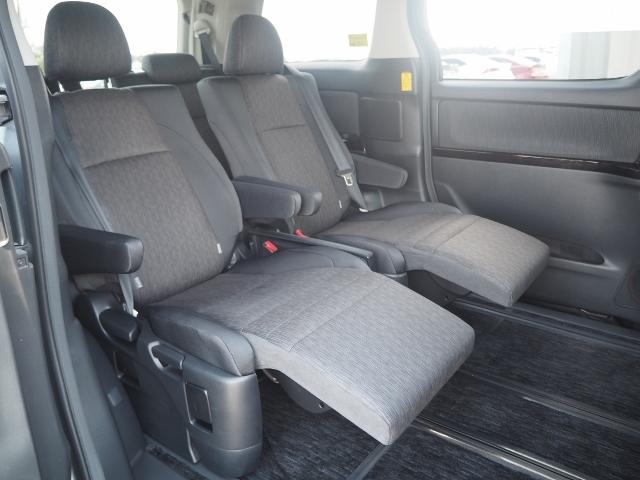 セカンドシートはオットマン機能付きですので、長距離ドライブも疲れませんね、友人や家族には、とてもうれしい限りです