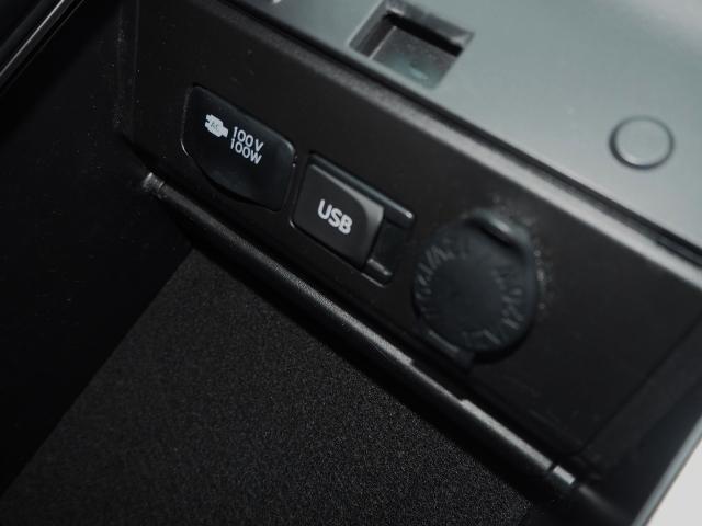 100V/100Wアクセサリーコンセント&USB入力端子付きです♪