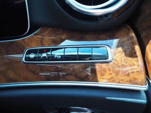 E400 4マチック エクスクルーシブ メーカーオプションエクスクルーシブパッケージ ワンオーナー禁煙車 黒革シート Burmesterサウンド パノラミックスライディングルーフ レーダーセーフティ(51枚目)