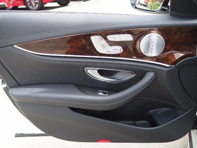 E400 4マチック エクスクルーシブ メーカーオプションエクスクルーシブパッケージ ワンオーナー禁煙車 黒革シート Burmesterサウンド パノラミックスライディングルーフ レーダーセーフティ(56枚目)