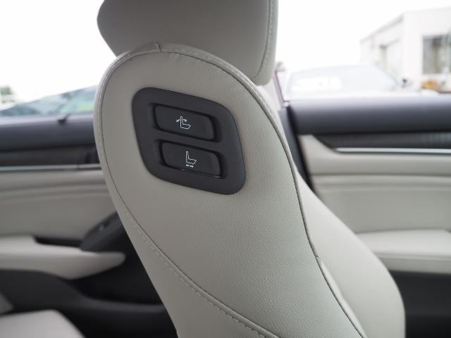 EX 走行0.5万キロ ワンオーナー 禁煙車 サンルーフ Hondaセンシング HUD BSM パーコングセンサー 白革シート メーカーナビ Bカメラ ワイヤレス充電器 ドラレコ(45枚目)
