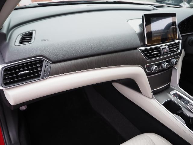 EX 走行0.5万キロ ワンオーナー 禁煙車 サンルーフ Hondaセンシング HUD BSM パーコングセンサー 白革シート メーカーナビ Bカメラ ワイヤレス充電器 ドラレコ(50枚目)