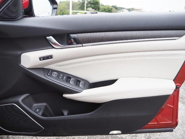 EX 走行0.5万キロ ワンオーナー 禁煙車 サンルーフ Hondaセンシング HUD BSM パーコングセンサー 白革シート メーカーナビ Bカメラ ワイヤレス充電器 ドラレコ(52枚目)