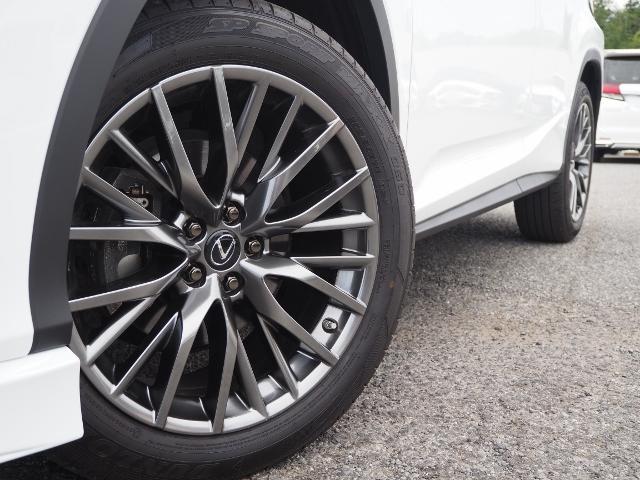 RX300 Fスポーツ 4WD 走行0.6万キロ セーフティシステムプラス OP・TRDフロントスポイラー OP・パノラマルーフ OP・PKSB/BSM/ 全周囲 OP・後席シートヒーター OP・寒冷地仕様 HUD 赤革(19枚目)