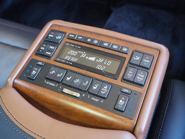 LS600hL エグゼクティブパッケージ 最終型ワイドナビゲーション法人ワンオーナー車 禁煙 OP・革張りインパネ マクレビ リヤエンタメ ワイドSDナビ Bカメラ 前後プリクラ Rクルーズ LKA BSM 黒革 Pトランク(30枚目)