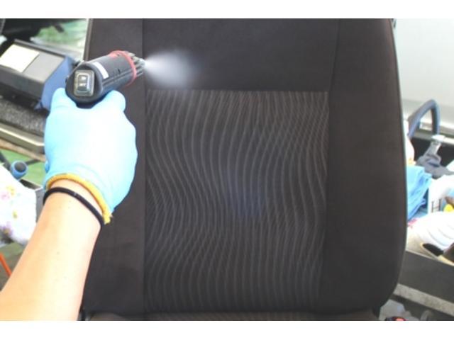 シート洗浄:高圧スチームで汚れの除去と殺菌をします。