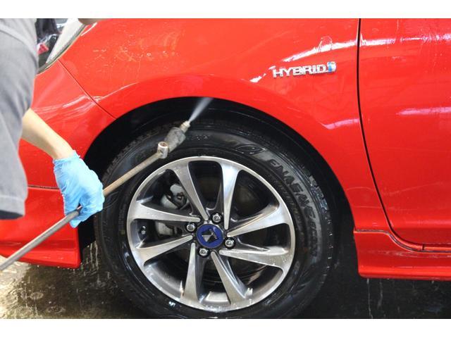ボディ洗浄:タイヤハウス内も高圧スチームで汚れを除去します。