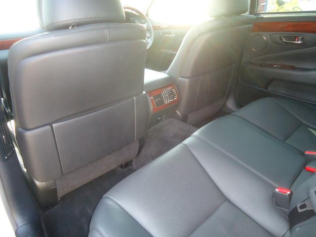 LS600h Iパッケージ HDDナビ バックカメラ ETC スマートキー 黒革シート ステアリングリモコン 運転席・助手席パワーシート 純正アルミ シートヒーター&エアコン エアサス 電動サンシェード パワートランクリット(70枚目)