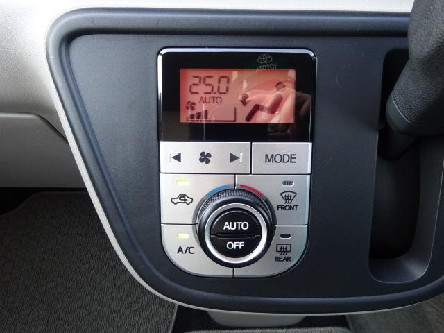 車内の温度も簡単に調整出来るオートエアコン装備!!