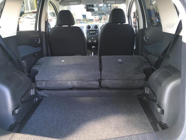 リヤシートを倒せば、画像のように広いスペースが確保できます! たくさんの荷物が積めますよ!