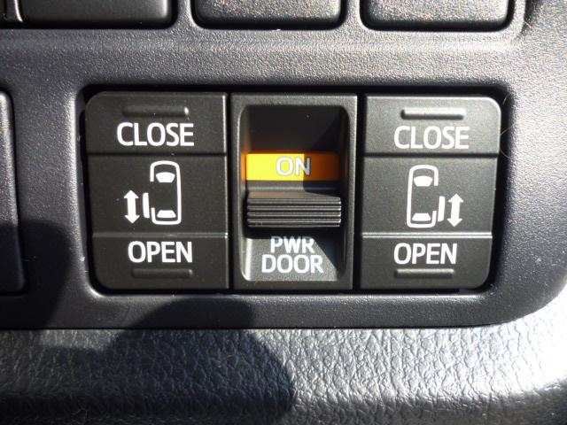 両側電動パワースライドドアが付いております!ワンタッチで開閉できるのでとても便利です!