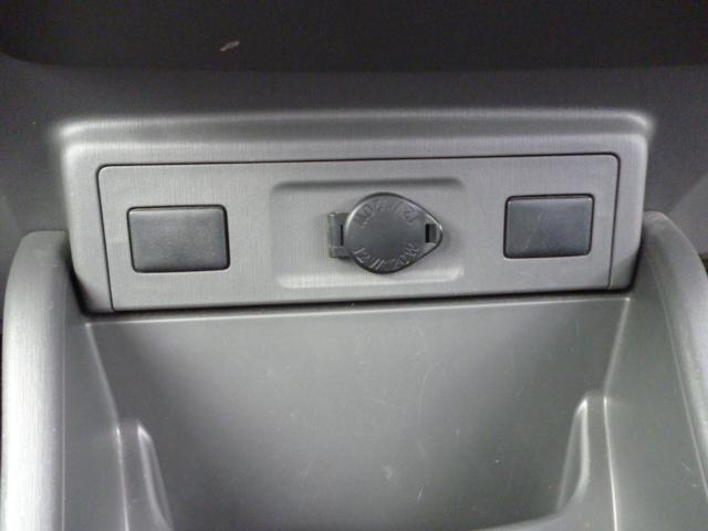 S ワンオーナー SDナビ バックカメラ クリアランスソナー ステアリングスイッチ ETC フロアマット ドアバイザー ハイブリッドカー フォグランプ キーフリー(17枚目)