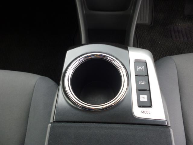 S ワンオーナー SDナビ バックカメラ クリアランスソナー ステアリングスイッチ ETC フロアマット ドアバイザー ハイブリッドカー フォグランプ キーフリー(31枚目)