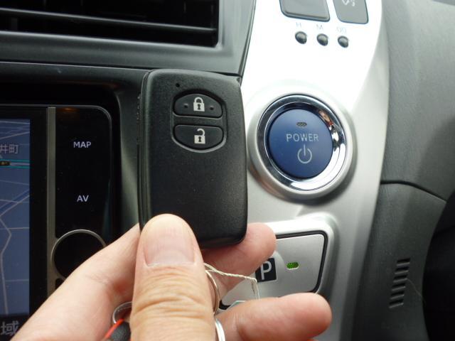 S ワンオーナー SDナビ バックカメラ クリアランスソナー ステアリングスイッチ ETC フロアマット ドアバイザー ハイブリッドカー フォグランプ キーフリー(35枚目)