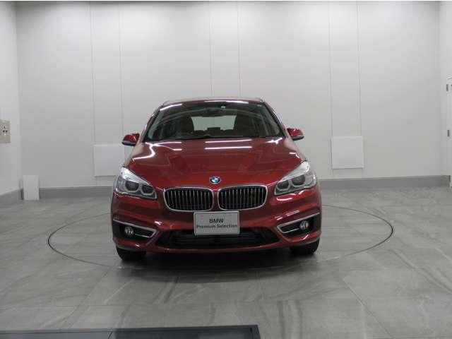 納車時には、BMW基本100項目点検又は12か月定期点検を行い、不具合箇所・交換時期の部品等あれば当社負担で交換しご納車、全国のBMW正規ディーラーでご使用頂けます認定中古車保証書が発行されます。