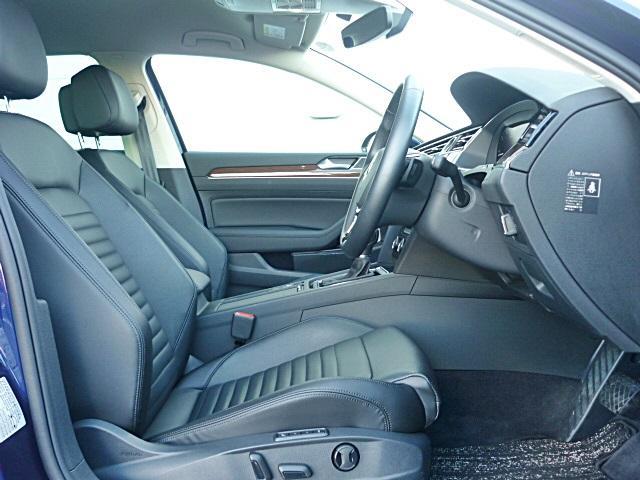 シートはレザーシートになっていて高級感を醸し出します。前席にはシートベンチレーション装備で冷風がシートから流れます。