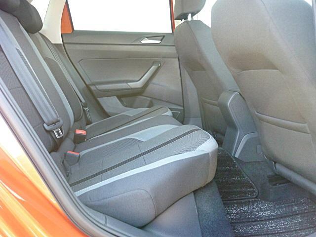 コンパクトカーながらゆったりと乗れる後部座席。