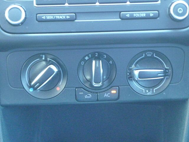 マニュアルエアコンで空調管理も簡単にできます。