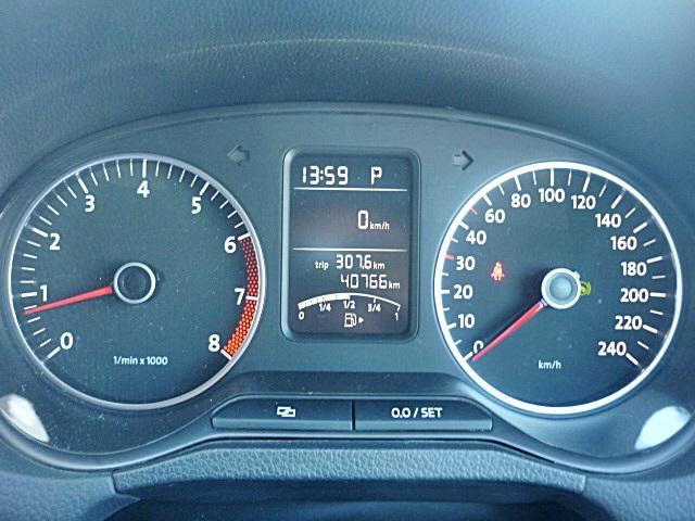 マルチファンクションディスプレイで気温や燃費などのデータを確認できます。