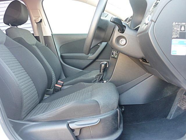 固めのシートでしっかりと体をホールドするので、運転しやすく疲れにくくなっています。
