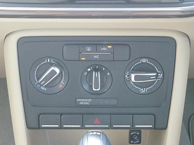 マニュアルエアコンで車内の空調管理も簡単にできます。