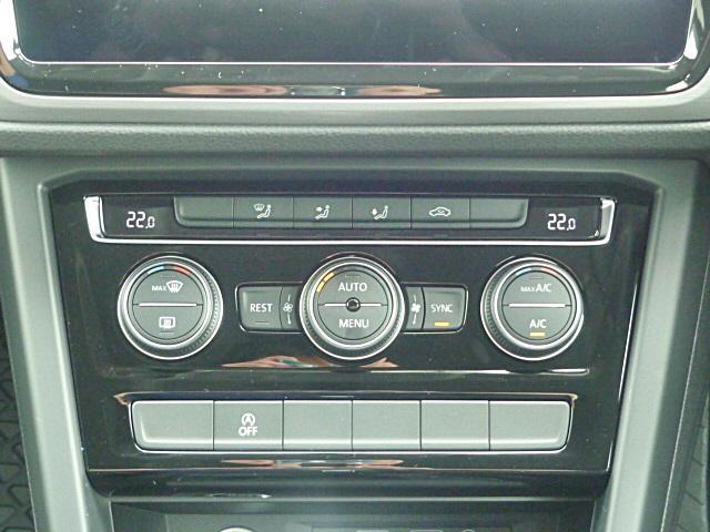 3ゾーンオートエアコンで運転席助手席と後部座席を独立して温度調整可能です。