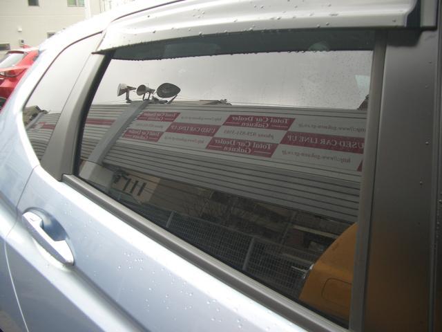 後部座席プライバシーガラス!