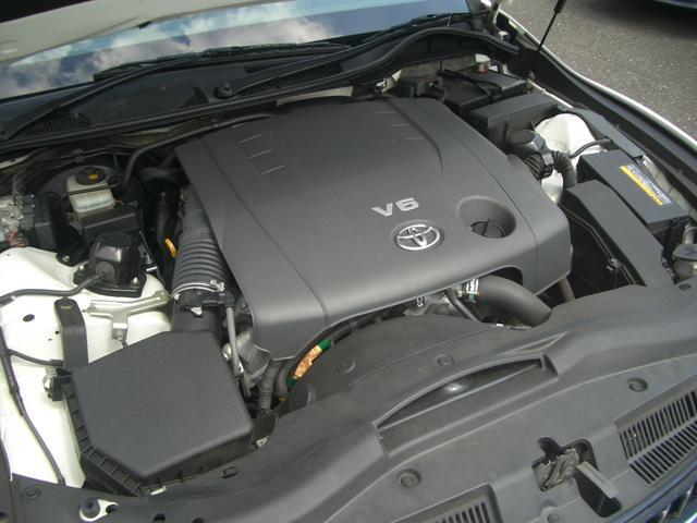 V型6気筒DOHC燃費13.0km/リットル(カタログ参照)