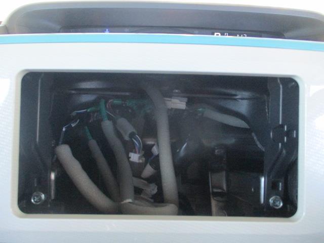 オーディオレス車です。いろいろなナビステレオ(付けられます。)を付けて自分だけの空間に!