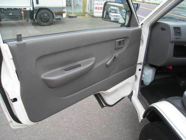 DX 2WD 5速マニュアル 低床 エアコン エアバッグ(10枚目)