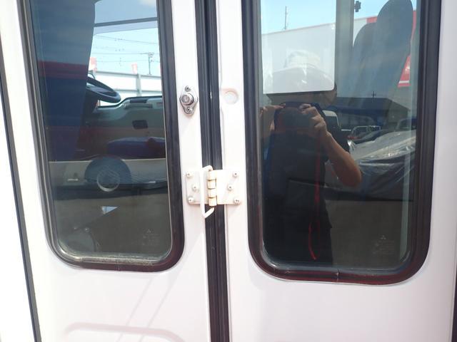 29人乗り 自動ドア ディーゼル オートマ モケットシート 車両サイズ699cm×201cm×264cm 車両総重量5405kg 乗車定員29人 NOX適合(43枚目)