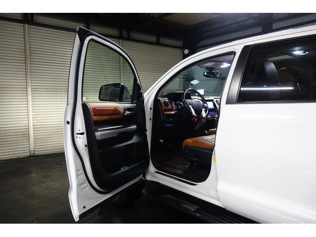 クルーマックス 1794エディション 新車並行 実走行 リフトアップ 社外22インチAW サンルーフ シートヒーター JBLサウンド リアモニター(16枚目)